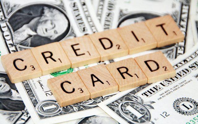 リボ払いはやばい。借金10万円を月々2万円返済すると総支払額/金利(利息)手数料/完済期間はどうなるか