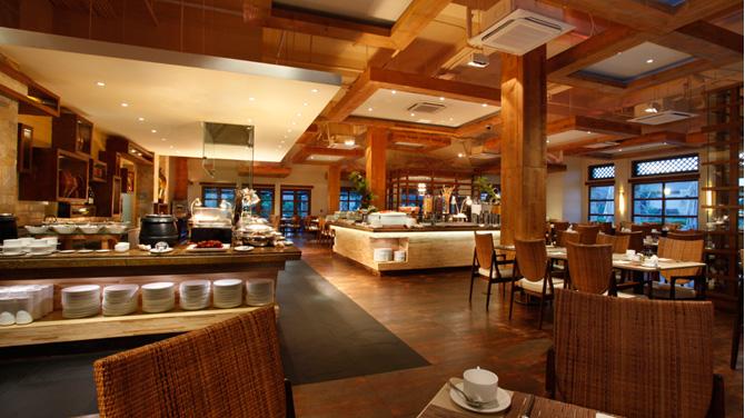 セブ島 クリムゾンリゾートマクタン ホテル内レストラン「カフェレストラン「Saffron Café」