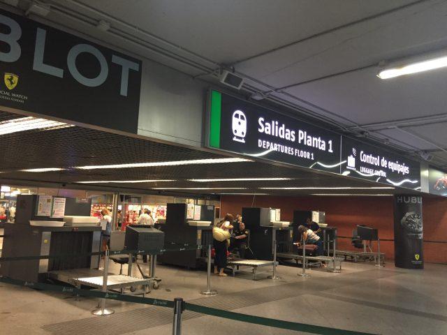 マドリード アトーチャ駅 Rebfeに乗る前に荷物検査!