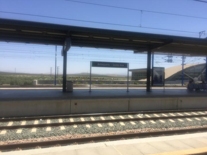 セビリア-グラナダ間は電車1本ではない!バス乗り換えが必要