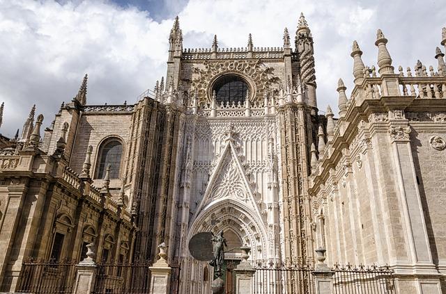 スペイン セビリア大聖堂、世界遺産でコロンブスが眠る