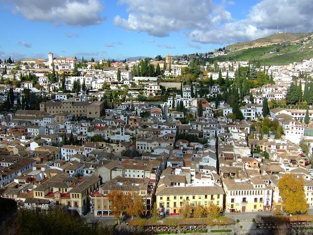 アルバイシンの丘から見るグラナダの街