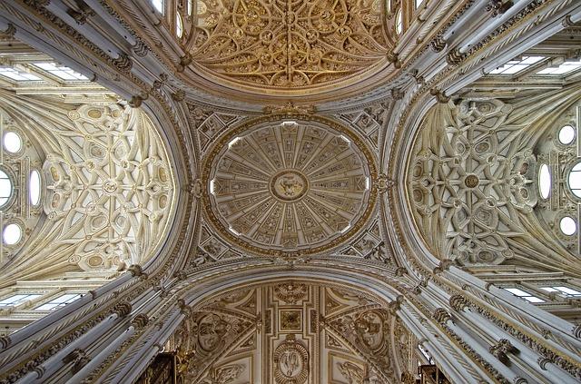 スペイン コルドバ メスキータ 中央礼拝堂 天井の明り取り窓が美しい