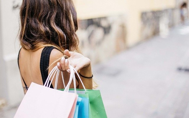 海外クレジットカード決済の手数料はいくら?海外ショッピング時の手数料率・為替レート比較(VISA/Master/JCB/AMEX/Diners)