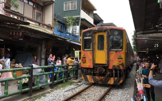 台北旅行3泊4日:2日目前半は平渓線ローカル電車に揺られ十分へ。スカイランタン上げを楽しむ 2018年GW