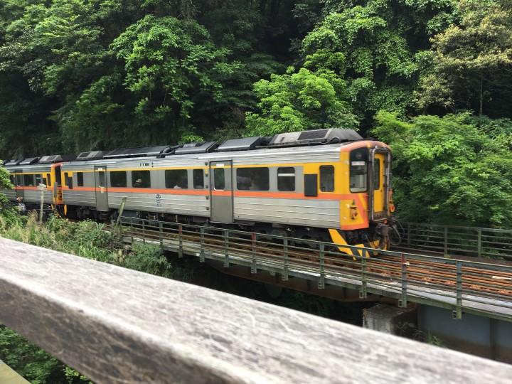 十分に滝を見に!運がいいと電車とすれ違える
