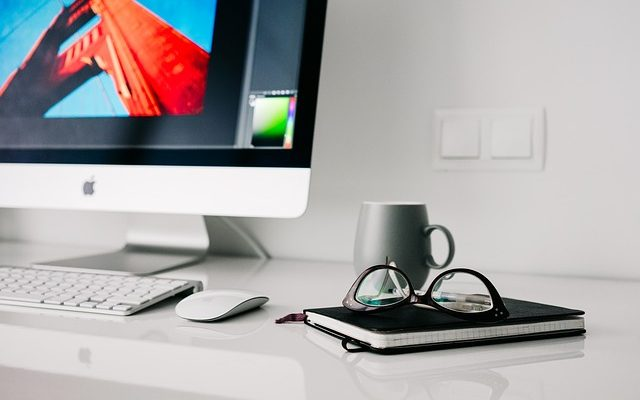 パソコンデスク周りの整理・収納術:狭い机が広がり、仕事効率化も図れる 便利でおしゃれなおすすめグッズ20選