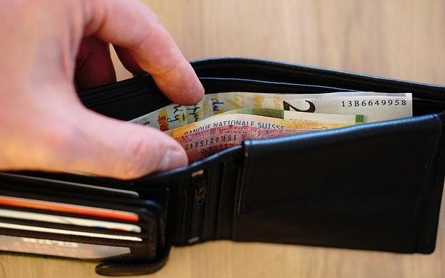 お財布に入れるお札の向き・順番で金運がアップ!?「貯まる財布」のルール