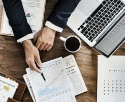 CFD取引とは日経225などの株式指数・海外個別銘柄などもレバレッジ取引できる差金決済。現物投資のヘッジにも役立つ