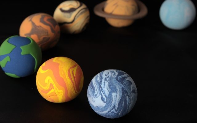 惑星逆行カレンダー2020年(水星/火星 他)から見る、株式・為替など相場が荒れやすい時期とその影響