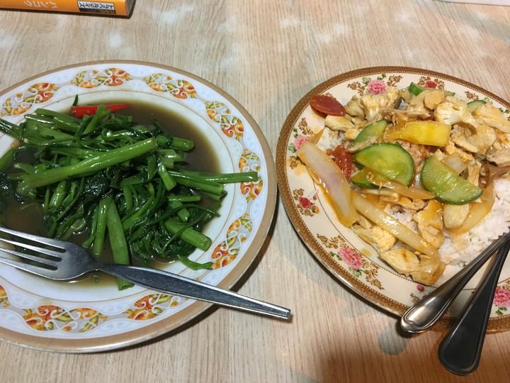 空心菜の炒め物と、ごはん