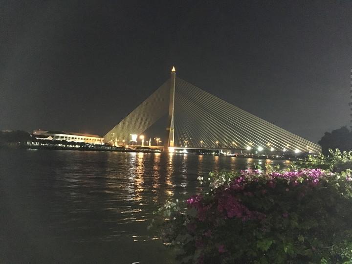 タイ バンコク カオサン通り周辺 チャオプラヤー川に掛かる橋