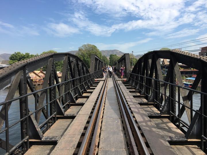 カンチャナブリ 「戦場にかける橋」クウェー川鉄橋を歩く