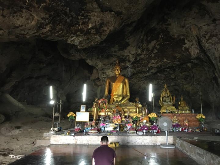 カンチャナブリ 洞窟仏