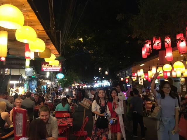 タイ旅行1日目:カオサン・ランブトリー通りを散策。12/31はカウントダウンイベント&花火で人・人・人の大賑わい!