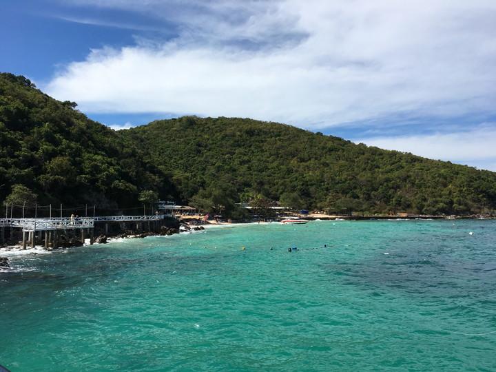 パタヤ ラン島、静かな時間が過ごせるサンワンビーチ