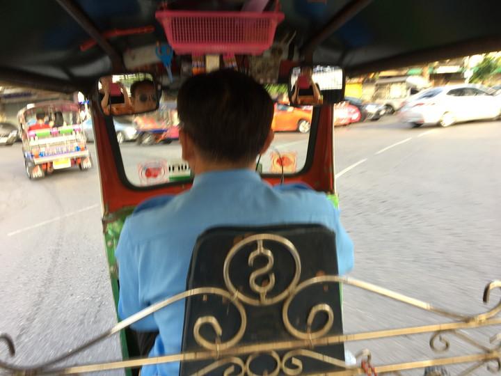 バンコクの移動手段 トゥクトゥク