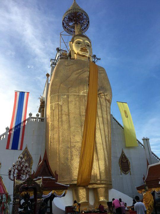 タイ旅行 ワット・インドラウィハーンの巨大物