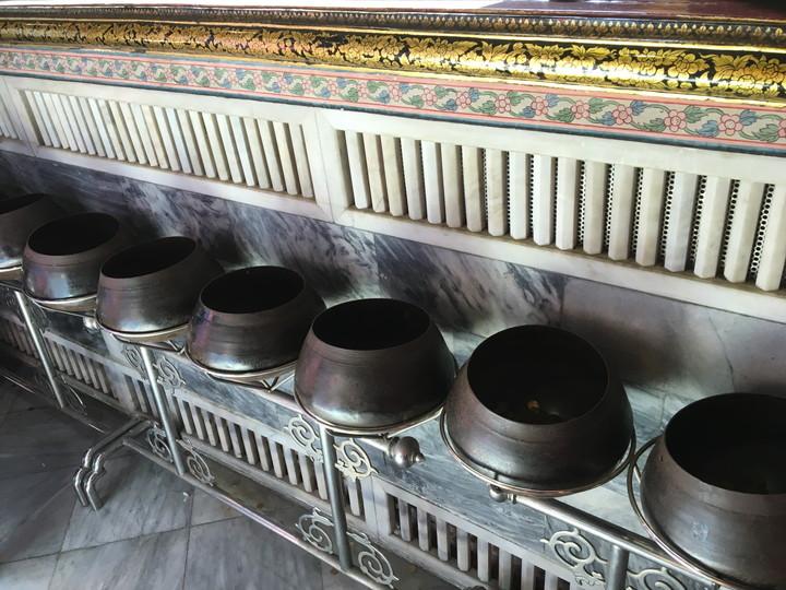 バンコク観光 ワット・ポー 煩悩を捨てる鉢