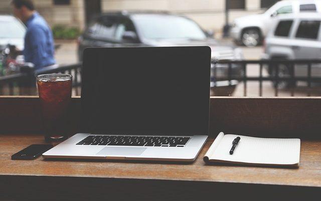 """ノマドに最適""""モバイルノートパソコン""""、できるビジネスマンのオススメ コスパ重視の最強PC 5選 2019年"""