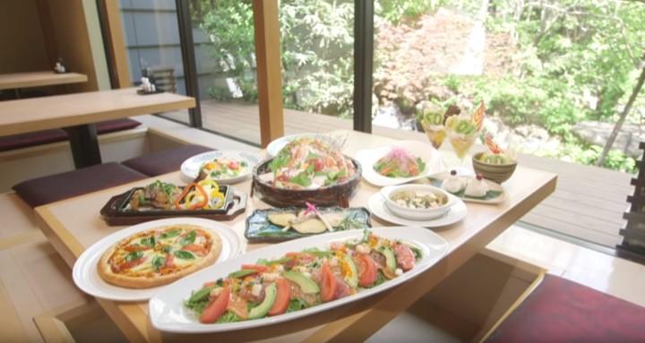 日帰り温泉「東京染井温泉 SAKURA」、和モダンなお食事処がおしゃれ