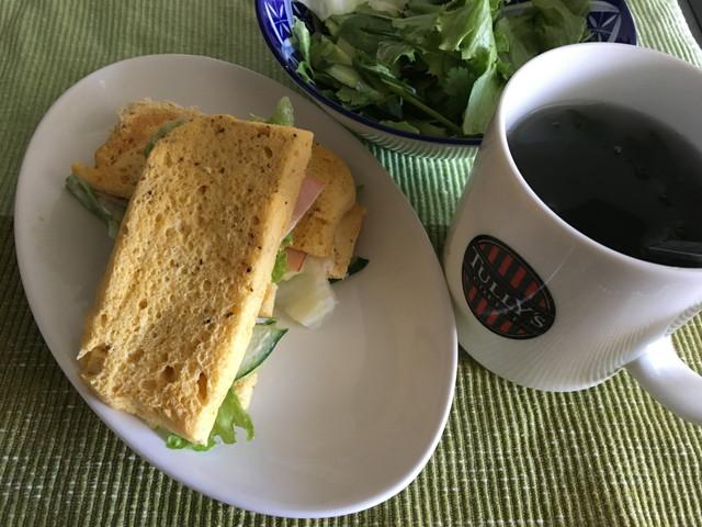 朝食「おからパンサンド」